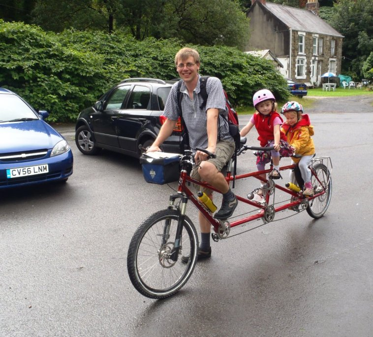 Alf + family on tandem.